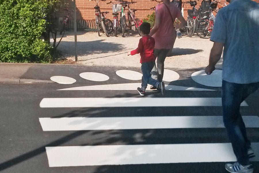 Attraversamento pedonale realizzato Playcross piedoni dettaglio